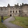 Balvenie Castle fue construido en el siglo XIII por William o su hijo Alexander Comy. El castillo esta a unos 100 metros de la destileria Glenfiddich. Durante las guerras de independencia los Comyns fueron derrotados por Robert The Bruce.