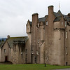 Crathes Castle, esta construido en tierra que fue donada a los Burnett de Leys por el Rey Robert The Bruce en 1323.