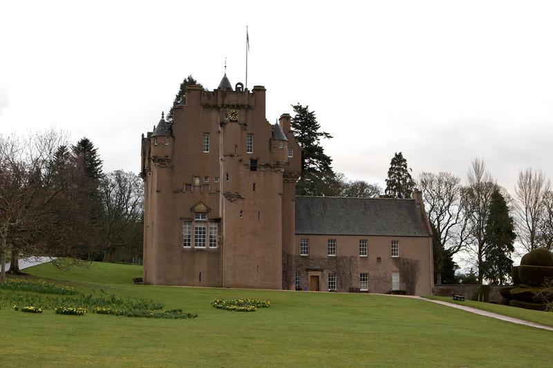 La contruccion de la torre comenzo en 1553 pero fue demorada varias veces por problemas politicos durante el reinado de Mary Queen of Scots.
