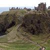 Se cree que St Ninian vino a Dunnottar a fines de los 400s par convertir a los Pitcish al cristianismo y fundo una capilla donde hoy esta el castillo.
