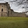 """No hay registros historicos de que paso con el castillo en el siglo siguiente. En el siglo XV el castillo estuvo en manos de los """"Black Douglases"""", una de las familias mas poderosas de Escocia."""