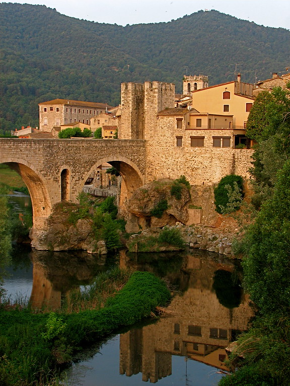 12th century gated Medieval bridge over the Rio Fluvia, Besalu, Catalonia, Spain