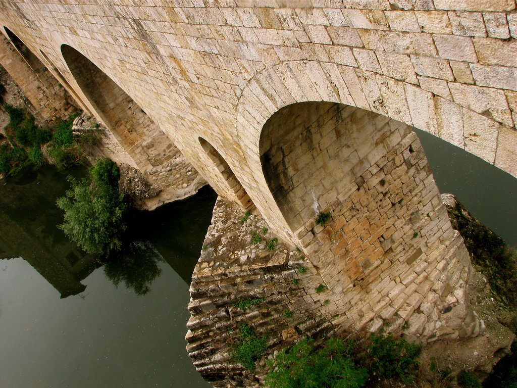 12th century gated medieval bridge over the Rio Fluvia, Besalu, Catalonia, Spain.