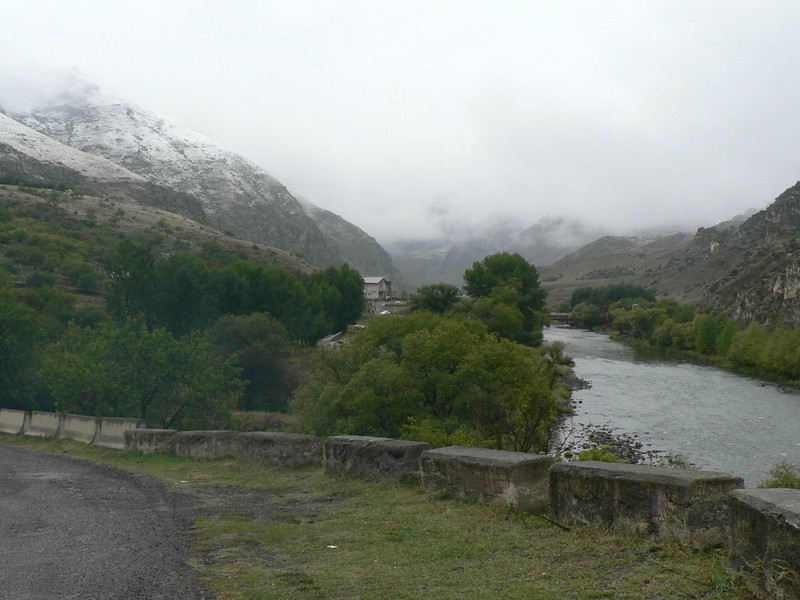 Approaching the cave city o Vardzia, I encountered snow!