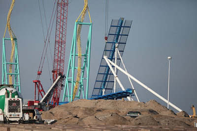 November 28, 2012: a large crane lifts the third steel support for GateKeeper's lift hill