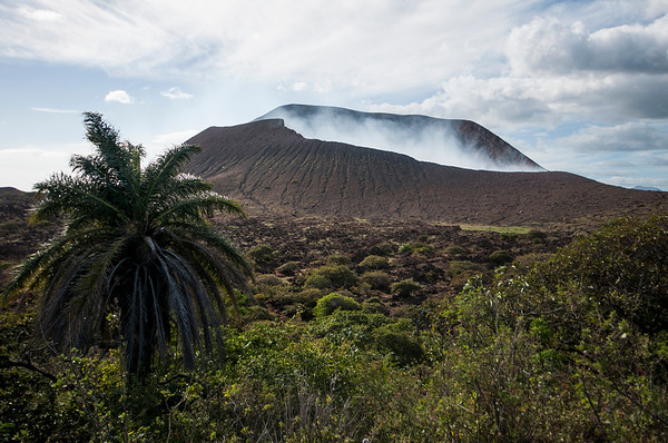 Approch to the crater of the steaming Volcan Telica