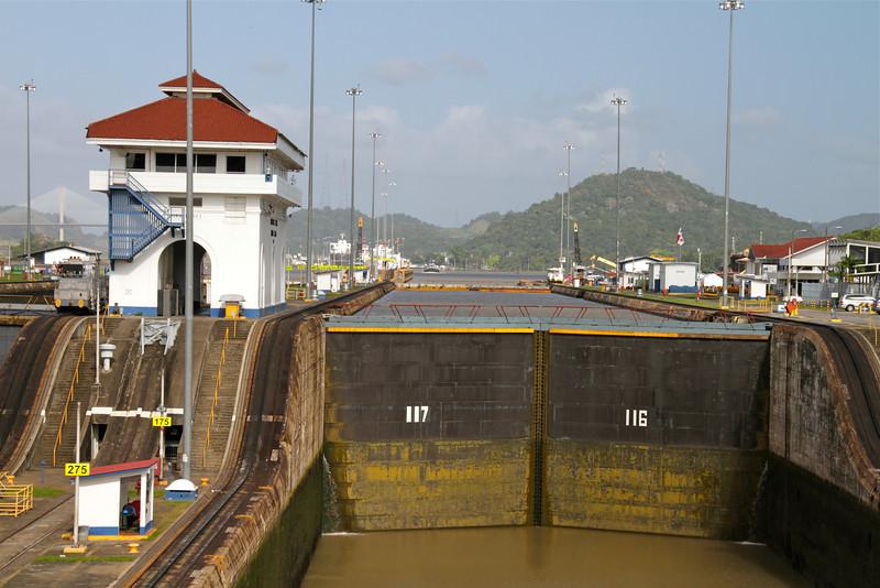 silversea-cruise-miraflores-locks-panama