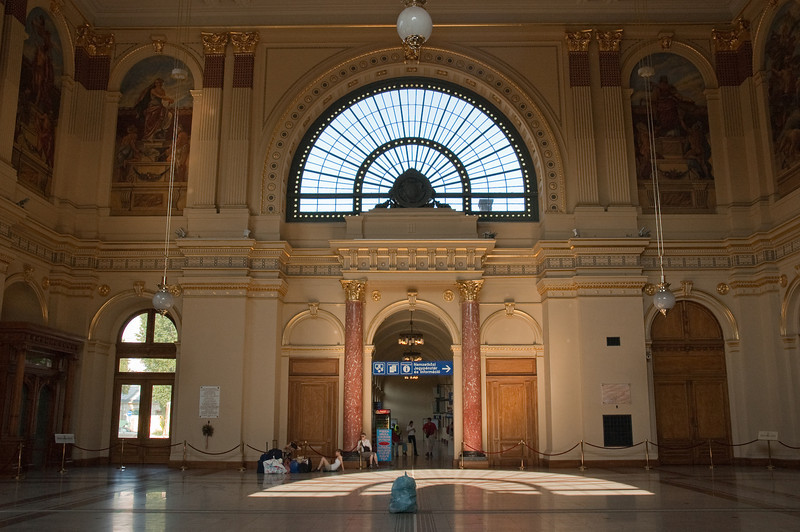 "I never thought in my life that I would say ""BEAUTIFUL"" about a trainstation...... but here it is.... in Budapest ....."