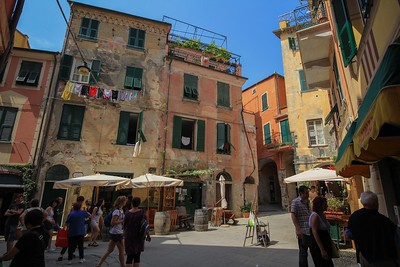 The time constraints of a day trip put us on the ground in only one of the 5 towns of Cinque Terre, Monterosso.