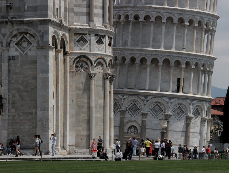 From this view the Pisa Cathedral (Duomo) on the left helps establish the degree of lean in the Tower.
