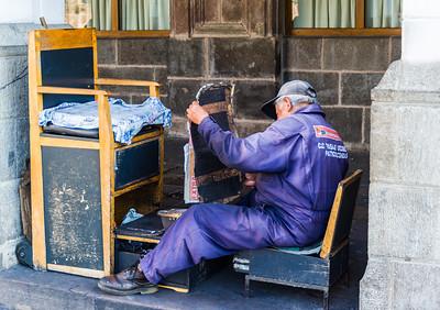 Maintaining the Shoeshine Stand