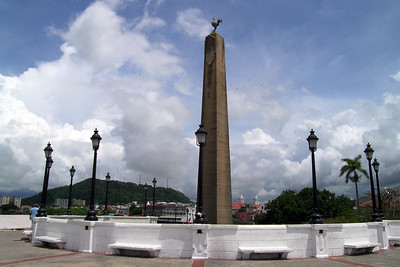 Casco Viejo - Canal Workers Monument