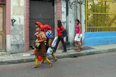 Casco Viejo - Passing Kuna Yala Women