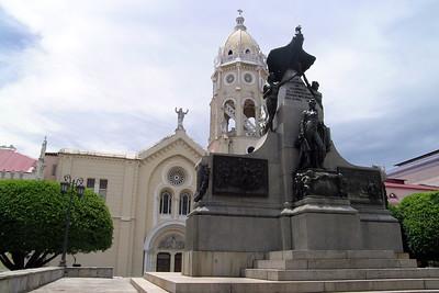 Casco Viejo - Plaza Bolívar statue
