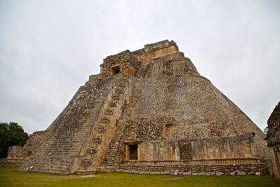 The Adivino (The Pyramid of the Magician)