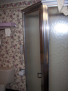 Back in our room, nice bathroom shower.