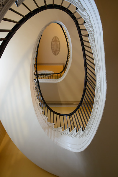 In the middle of the home is a beautiful free-flying staircase which shows off the neoclassical style of the house to perfection.