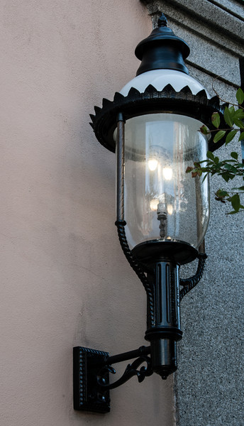 That's a really old gaslight!