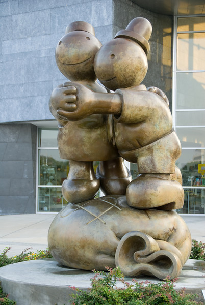 Metal sculpture around the Hunter Museum