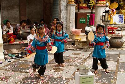 Wat Phrathad Doi Suthep children dancers