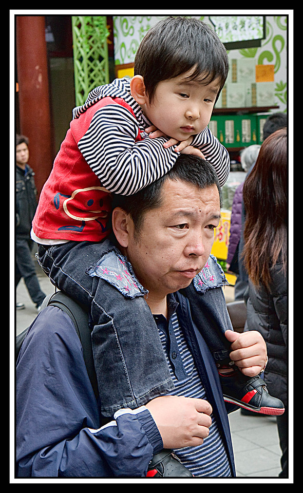 IMAGE: https://photos.smugmug.com/Travel/Chiba-Focus-Tour-2010-Shanghai/i-GVZbfgq/0/d539d1ef/X2/Shanghai%20%2057-X2.jpg