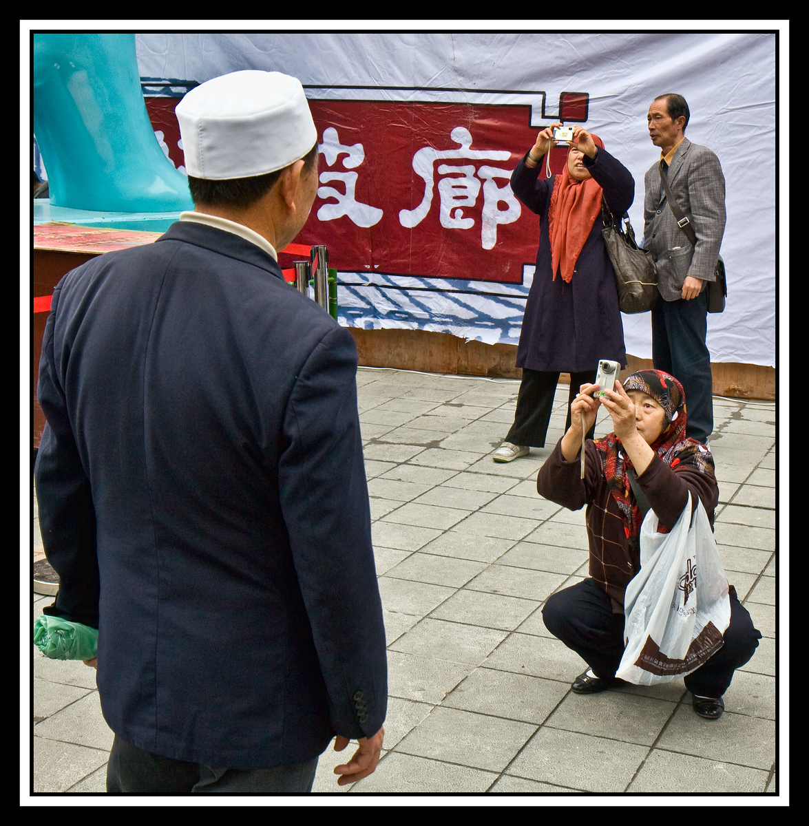 IMAGE: https://photos.smugmug.com/Travel/Chiba-Focus-Tour-2010-Shanghai/i-VNSrqLs/1/2406ee72/X3/Shanghai%2019-X3.jpg