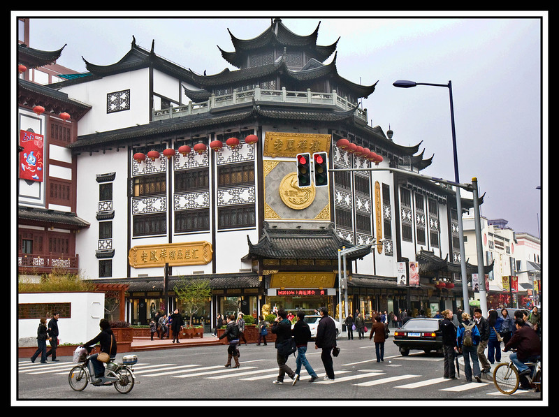 Many modern buildings keep a traditional Chinese look near Yu gardens and Bazaar...