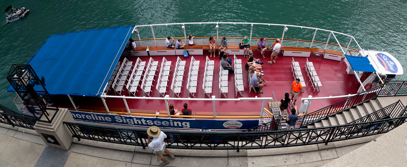 We board the boat for a Chicago River Architectural Cruise.