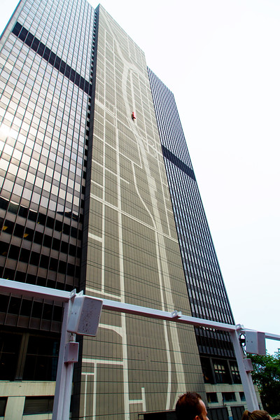 300 Wacker displays a map of the Chicago River, marking its location.