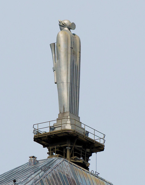 A statue of the Godess of agriculture, Ceres, sits atop the Chicago Board of Trade Building.