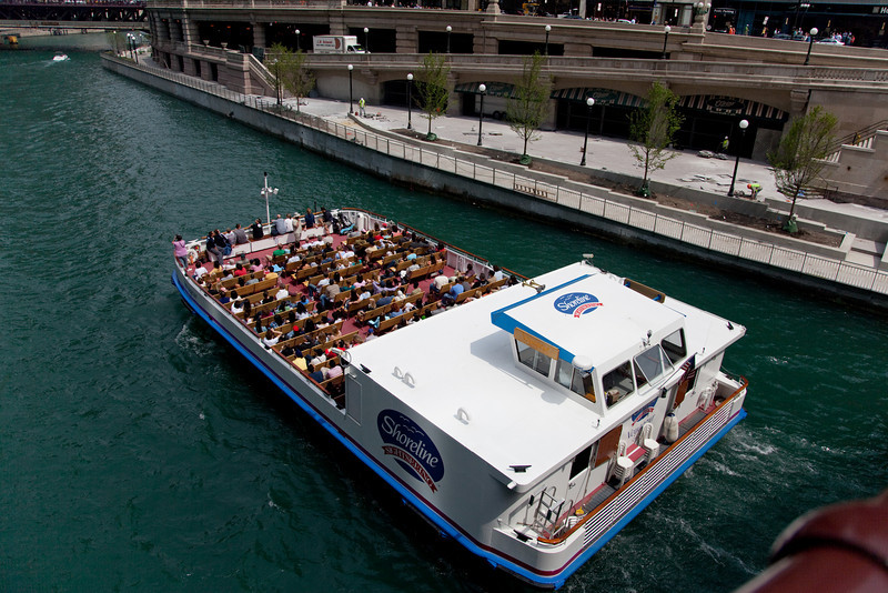 One of the many sightseeing vessels on the Chicago River