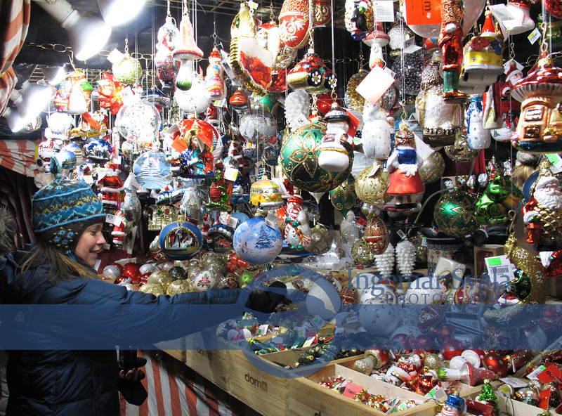 Many booths full of ornaments and wood carvings all around Daley Plaza.