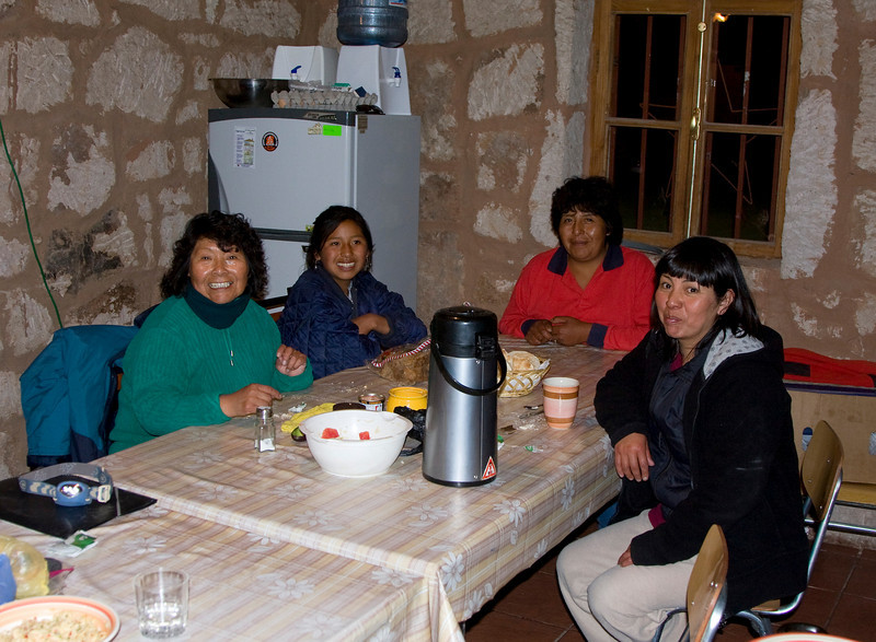Some of the people from Toconce found a new job as guards and keepers of the El Tatio national reserve and they do a really great job !! We were most welcome in the kitchen when we stayed overnight in the camper at the entrance of El Tatio. Sleeping at an altitude of 4450 meters was quite the experience