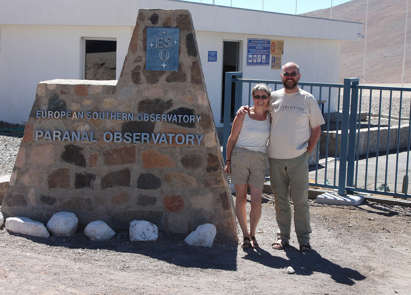 Bart and Clara at the entrance of the Paranal observatory - unfortunately we did not have an appointment - something for a next visit...