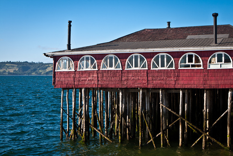 In Chiloé, when they build houses over the water, on stilts, they are called <em>palafitos</em>.This is actually a restaurant but in <em>palafito</em> style. Castro waterfront.