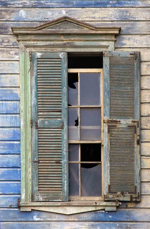 Window in abandoned house in Valparaiso.