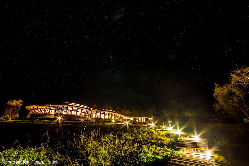 Explora Rapa Nui under the night sky
