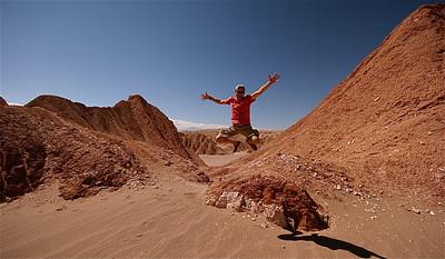Uit de reeks: 'Jump!' Valle de la Muerte, Cordillera de la Sal. Desierto de Atacama, Chili.