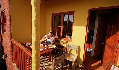 Ons terrasje bij Hostal El Punto. La Serena, Chili.