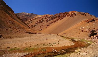 La Colorada - een schilderspalet in de Andes. Paso de Agua Negra, Chili.