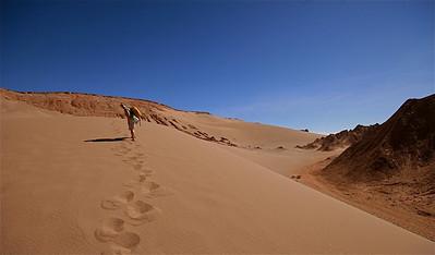 Gigantische zandduinen in Valle de la Muerte. Cordillera de la Sal, Desierto de Atacama. Chili.