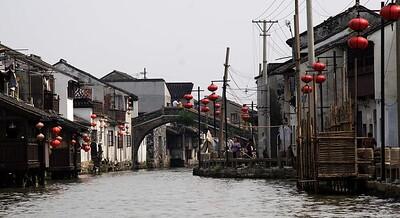 Suzhou: Canal scene