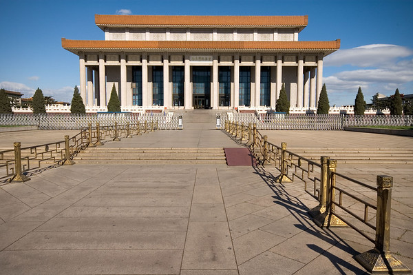 Chairman Mao's Mausoleum. It was closed this day, and other days it was just too croweded to visit. Not that I really wanted to see the remains of Mao anyway...