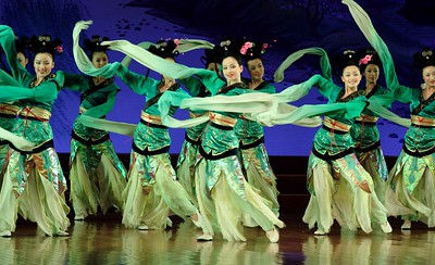 Shaanxi Grand Opera Opera House: This act had a Ziegfeld quality about it!
