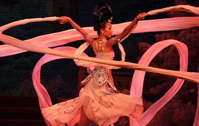 Shaanxi Grand Opera Opera House: The ribbon dance