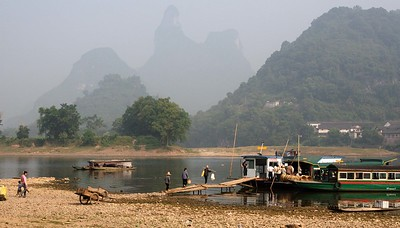 Around Yangshou: The ferry to Fuli village on market day