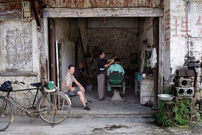 Around Yangshou: Fuli village barber shop
