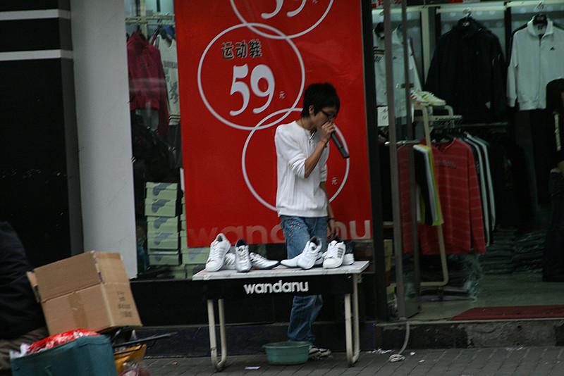 544_1626 ShoeHawker