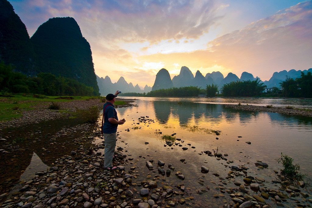 Ewen Bell uses Nokia (don't tell Canon!)  The Li river at sunset... our last night.