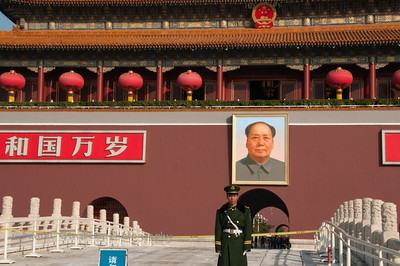 Guard in front of the entrance to the Forbidden City, with portrait of Chairman Mao.
